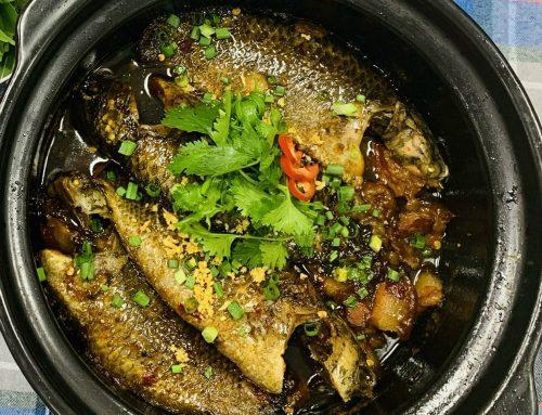 Cá rô kho tộ với thịt ba rọi đậm đà hương vị đồng quê